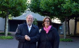 """Vor Beginn der """"Kerstin Griese trifft …""""-Veranstaltung haben Thierse und Griese den Nevigeser Mariendom besucht und haben sich von Pater Othmar die weltberühmte Wallfahrtskirche zeigen lassen."""