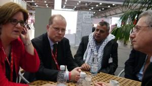 Gespräch am Rande des Parteitages: mit dem palästinensischen Politiker Mustafa Barghuthi (rechts).