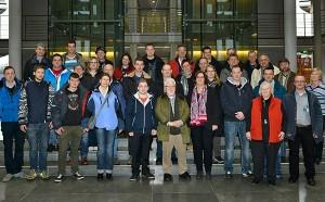 Die Gruppe im Paul-Löbe-Haus des Bundestages. (Foto: Bundesbildstelle/Schneider)