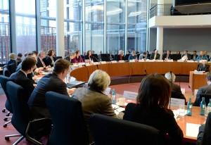 Der Arbeits- und Sozialausschuss unter dem Vorsitz von Kerstin Griese: Antrittsbesuch von Andrea Nahles. (Fotos: Bundestag/Achim Melde)