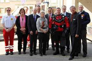 Mit Landtagspräsidentin Carina Göedecke, NRW-ASB-Präsident Michael Stricker, NRW-ASB-Vorsitzendem Georg Scholz und der Tauchstaffel zur Wasserrettung vom ASB Dortmund.
