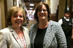 Mit der Labour-Abgeordneten Ann McKechin.