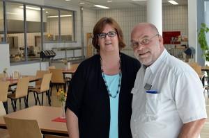 Kerstin Griese und Gefangenenseelsorger Pater Wolfgang.