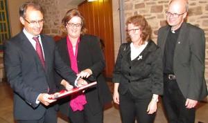 Oberbürgermeister Ulrich Markurth, Kerstin Griese, Pröpstin Uta Hirschler, Propst Reinhard Heine. (Fotos: Rainer Heusing)