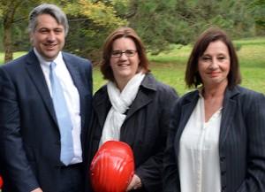 Der Vorstandsvorsitzende Vincent Dujardin, Kerstin Griese und Betriebsratchefin Gabriele Münse.