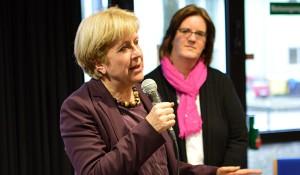 Elisabeth Müller-Witt MdL erläutert, wie die Landesregierung die Belastungen der G8-Schülerinnen und Schüler reduzieren will.