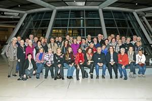 Gruppenfoto vor der Kuppel.