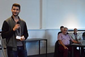 Michael Galanopoulos, Velberts Juso-Vorsitzender, stellt den Gast aus Duisburg vor.