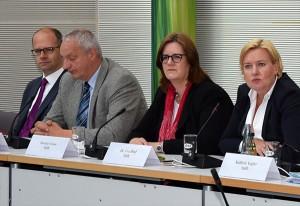 Pressekonferenz zur Vorstellung des Gruppenantrages: Michael Brand (CDU), Harald Terpe (Grüne), Kerstin Griese und Eva Högl (beide SPD).