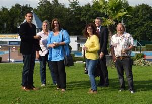 Badleiter Holger Brembeck, Sylvia Bienert (Stadtwerke), Kerstin Griese MdB, Manuela Janssen (SPD), Michael Scheidtmann (Stadtwerke), Ingmar Janssen (SPD).