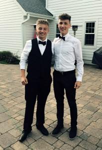 Vor einen Highschool-Ball: Leon Schlingheider und ein weiterer Austauschschüler.
