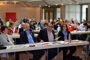 Große Beteiligung: die SPD trifft sich im Forum Niederberg.