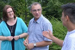 Kerstin Griese und Peter Huyeng im Gespräch mit Jamshid.