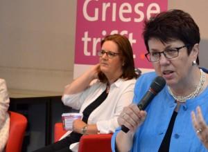 Dezernentin Ulrike Haase leitet in das Thema Pflege ein.