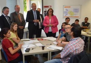 Knut Bruckmann, Volker Münchow MdL,  Raimund Becker und Kerstin Griese MdB im Gespräch mit den Teilnehmenden am Wipa-Workshop.