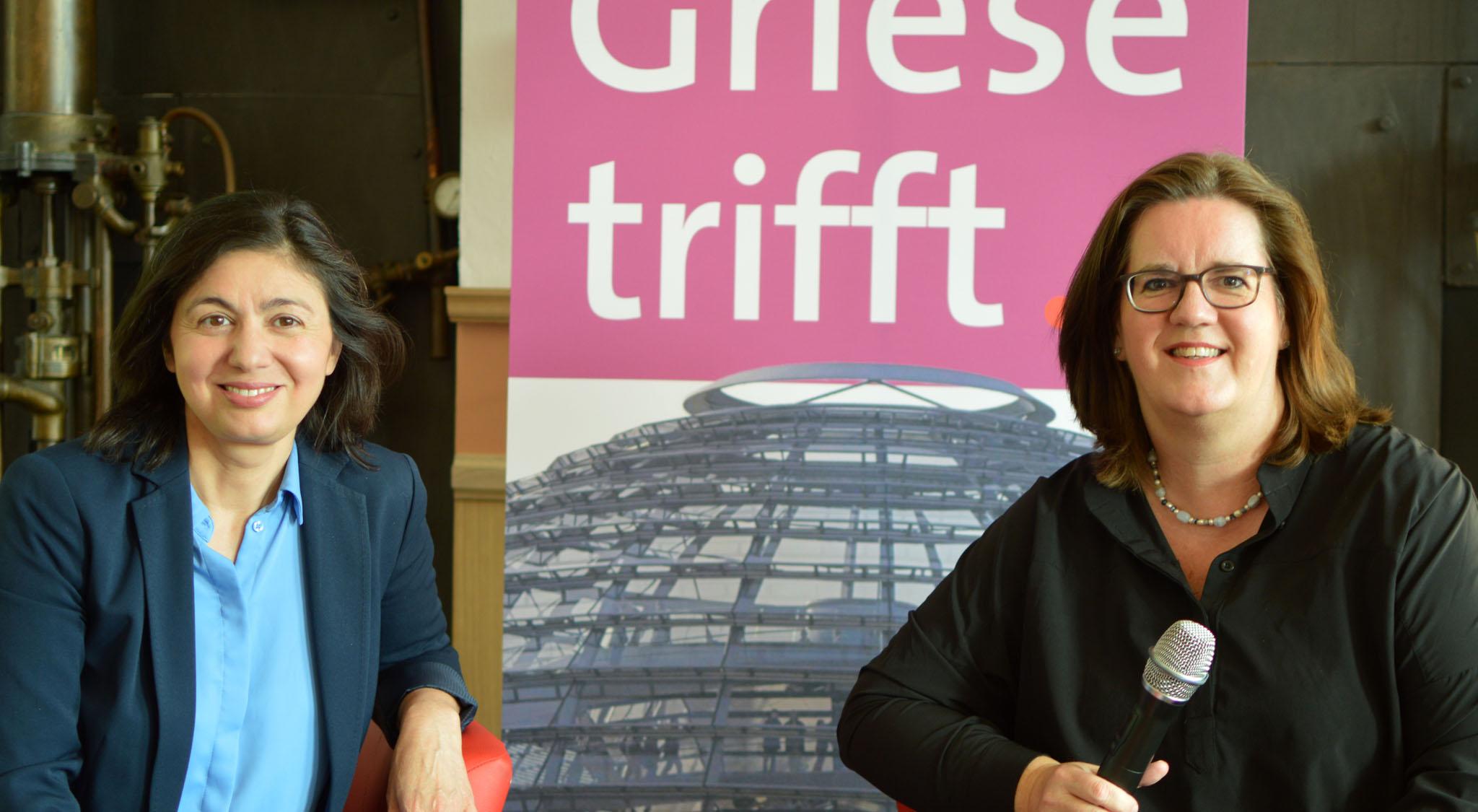 Hatice Akyün und Kerstin Griese bei der Diskussion in Ratingen