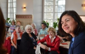 Hatice Akyün diskutiert im Bürgerhaus
