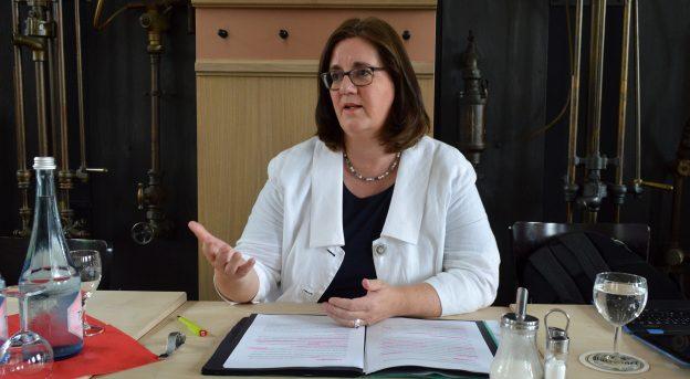 Kerstin Griese argumentiert für die Ergebnisse der Bundesregierung