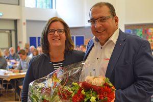 Kerstin Griese gratuliert Jens Geyer zur Wahl als neuer SPD-Kreisvorsitzender