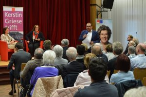 Jens Geyer, Vorsitzender der SPD im Kreis Mettmann, begrüßt Kerstin Griese und Katarina Barley