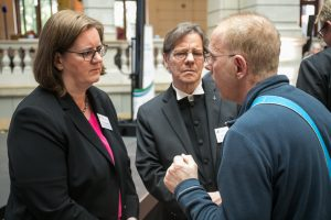 Kerstin Griese und Markus Dröge im Gespräch mit Betroffenen