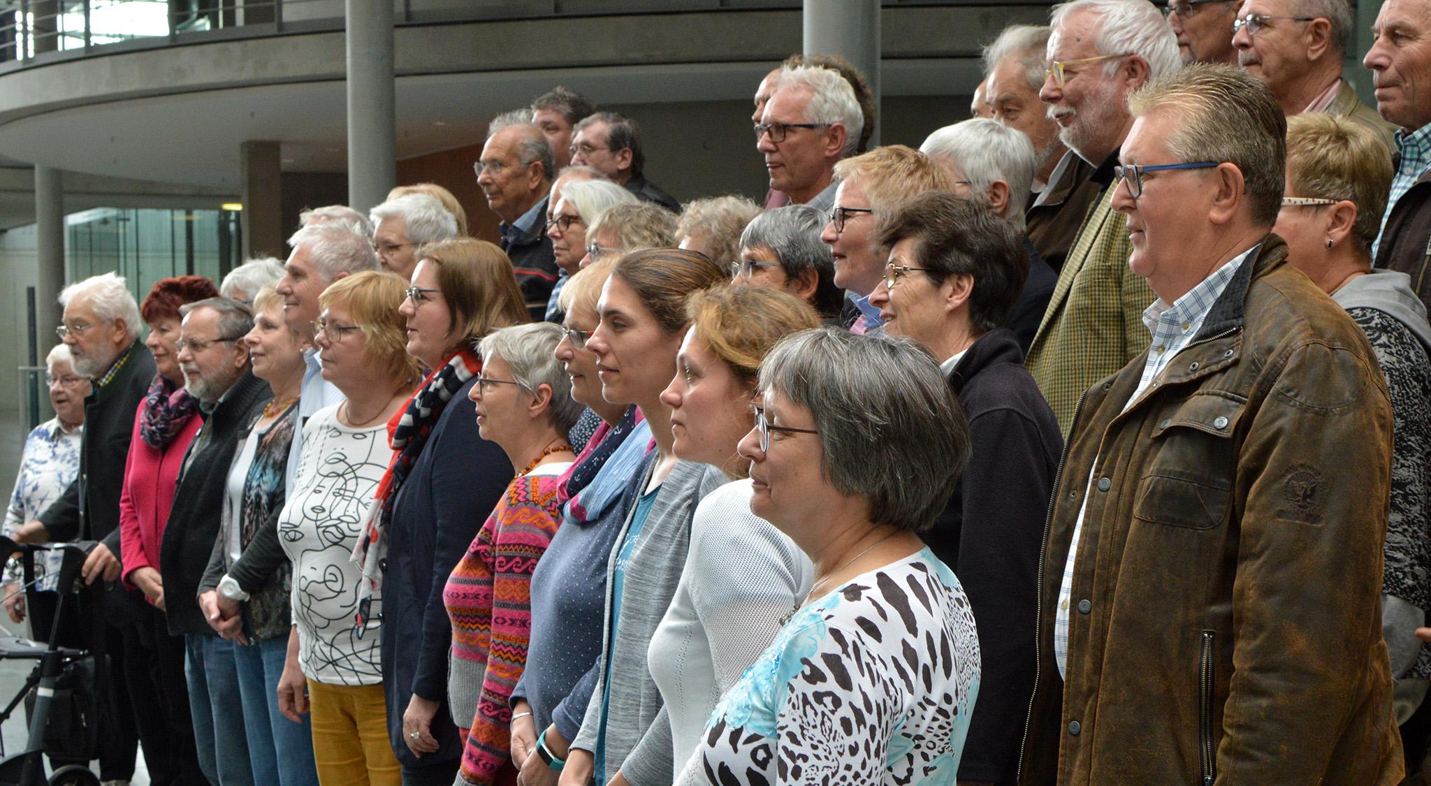 Gruppenbild im Bundestag